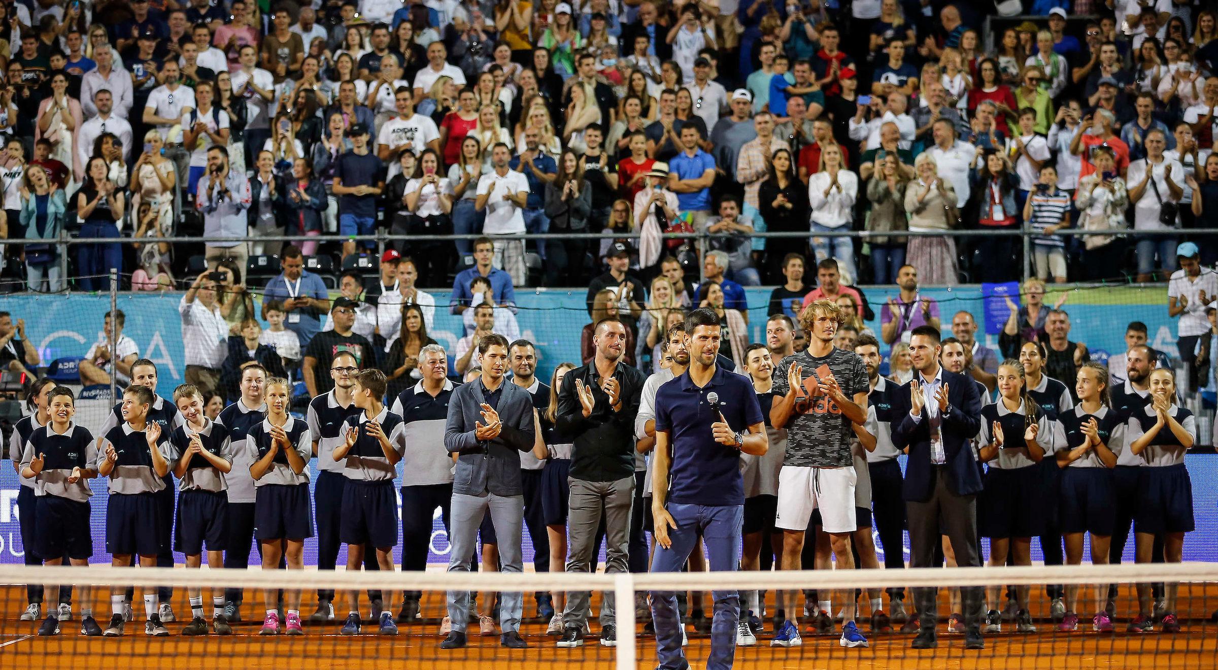 Novak Djokovic przemawiający podczas ceremonii finałowej (fot. Adria Tour)